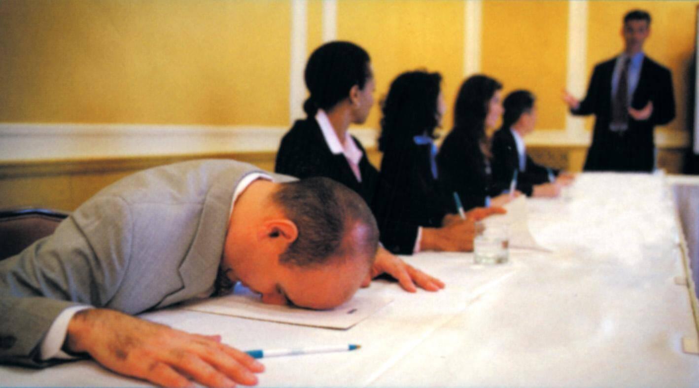 calo di udito e declino cognitive infuiscono nelle riunioni lavorative