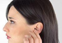 come si toglie un apparecchio acustico